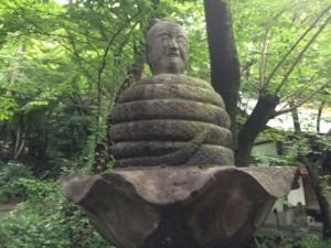 先頃弁天堂の側に移動された井の頭公園の宇賀神
