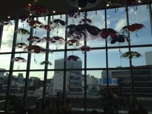 吉祥寺の眺望と傘アート
