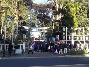 武蔵野八幡宮の初詣行列