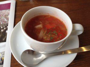 温かいスープ 野菜たっぷりです