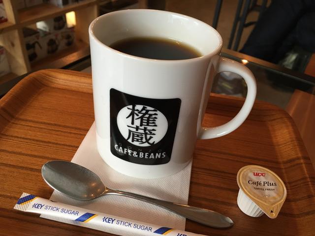 ホットコーヒー420円から。マグがでかい。