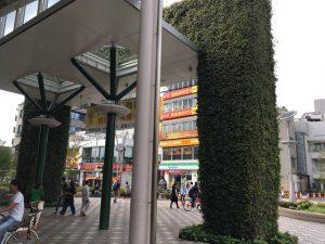 武蔵境駅出口の緑のアーチ