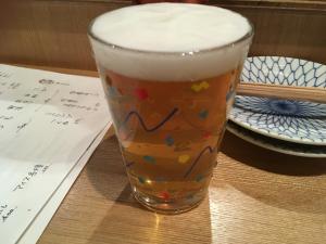 クラフトビールもこのような良い意味でチープな器で出てきます