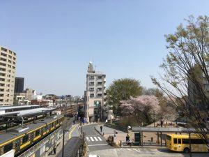 三鷹駅から風の散歩道方面を眺める